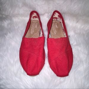 Women's 6.5 Red Canvas Toms Classic Slip On